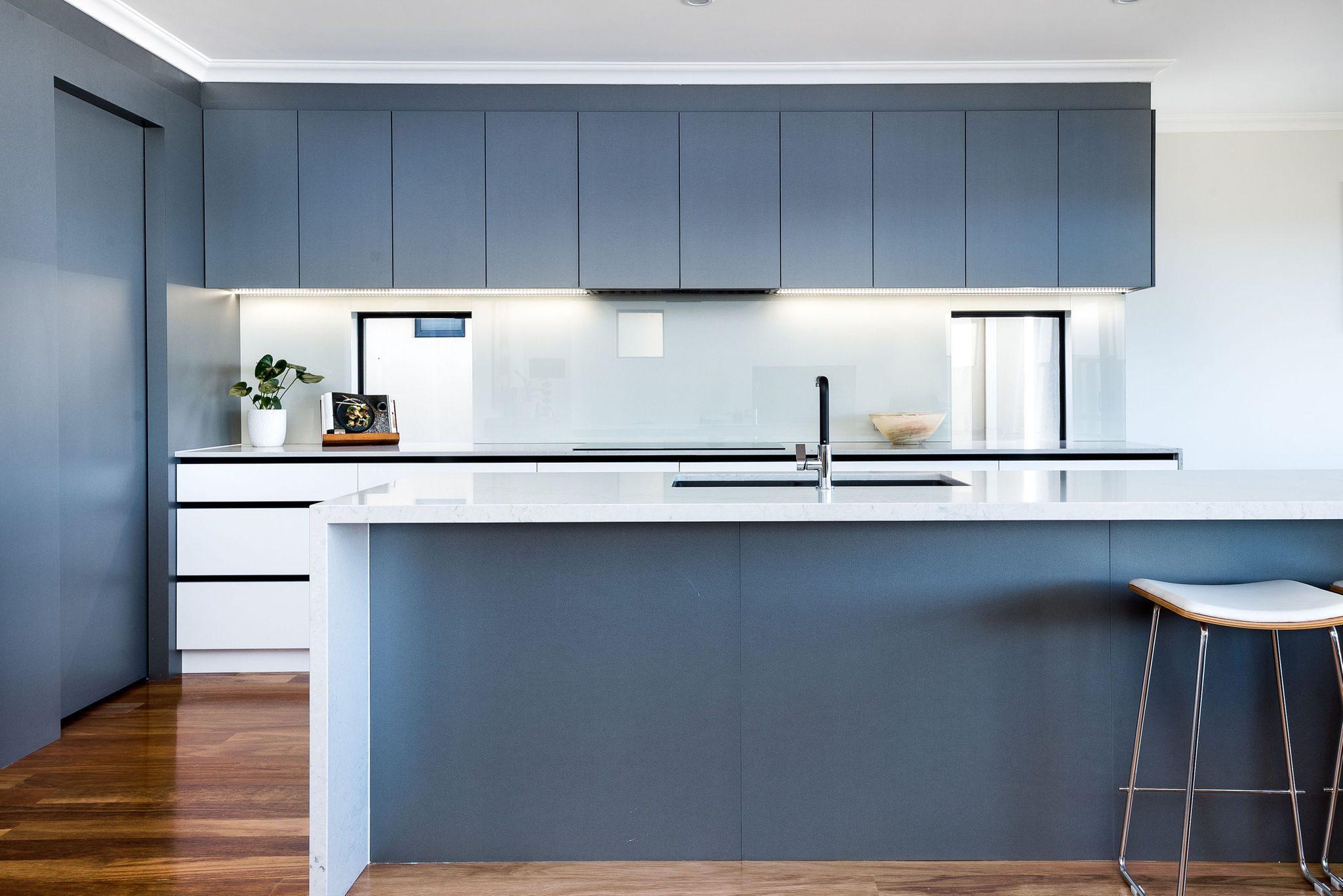 contemporary-kitchen-polytec-platinum-leaf-ultramatt-white-cabinets