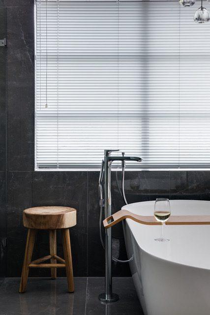 closeup-soak-tub-freestanding-mixer-faucet