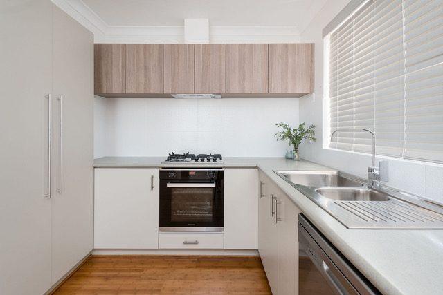 neutral-kitchen-bamboo-flooring